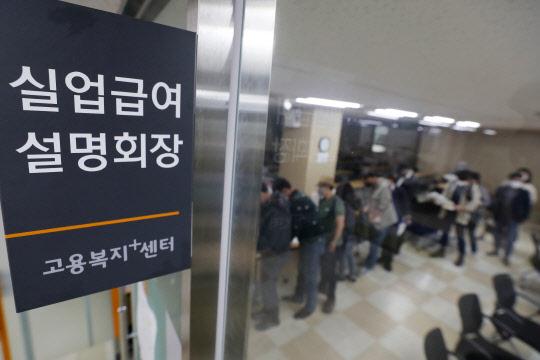 일용직·中企부터 덮쳤다… 사업체 종사자 두달째 ↓
